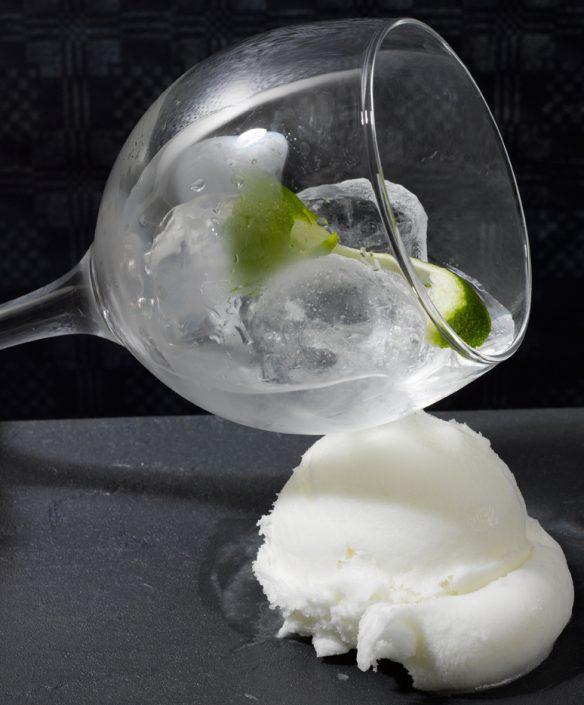 Limón recién exprimido con un toque de ginebra.